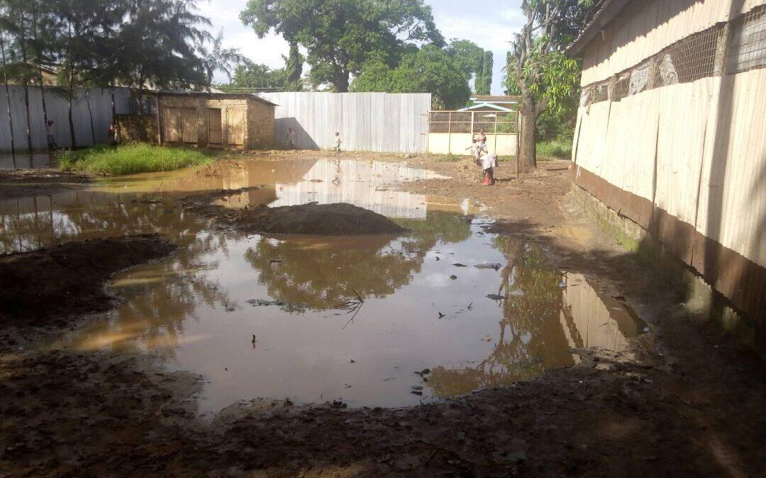 Floods hold up building work